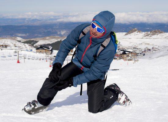 Experten bei Skiunfall mit Knieverletzung
